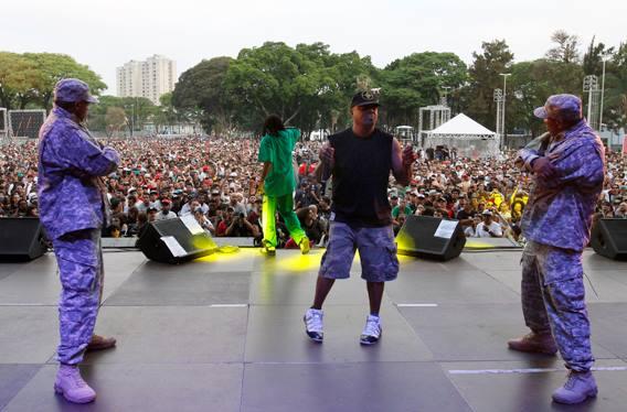 Chuck D e Flavor Fav (de frente para a plateia), na inauguração do Arena Tietê - Foto: Dafne Sampaio