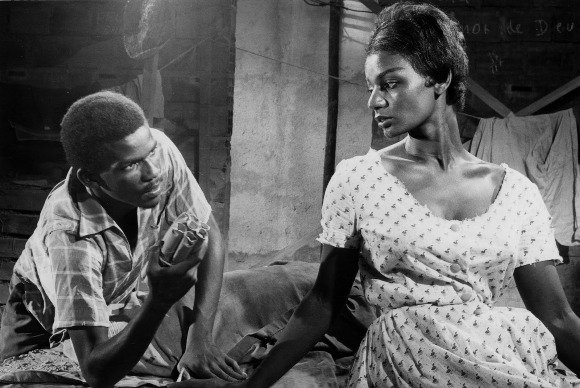 """Atores negros de """"Barravento"""", de Glauber Rocha, em cena em 1962"""