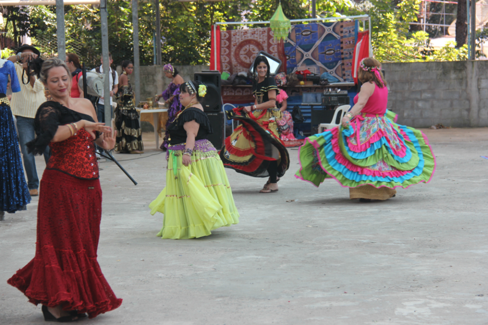 Dança cigana no pavilhão étnico foi uma das atrações artísticas