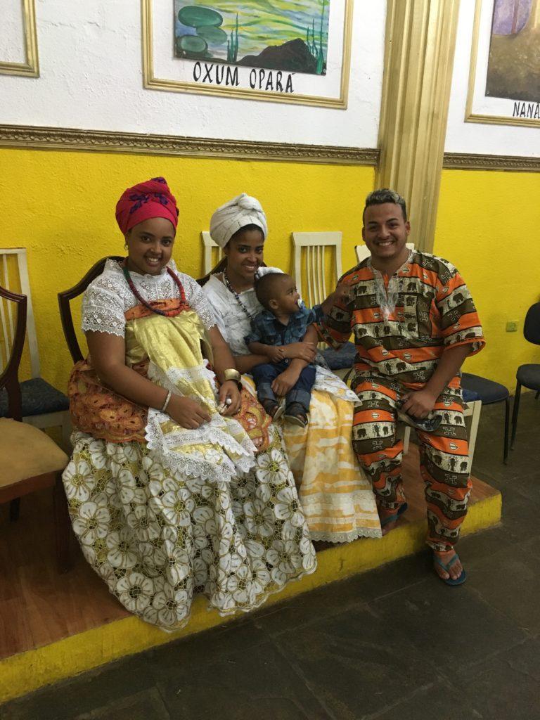 Integrantes da comunidade do Ilê Olà