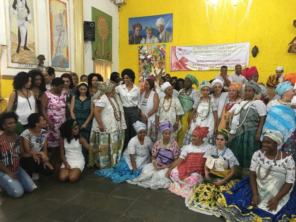 Empoderadas + + ialorixás + filhas de santo = mulheres