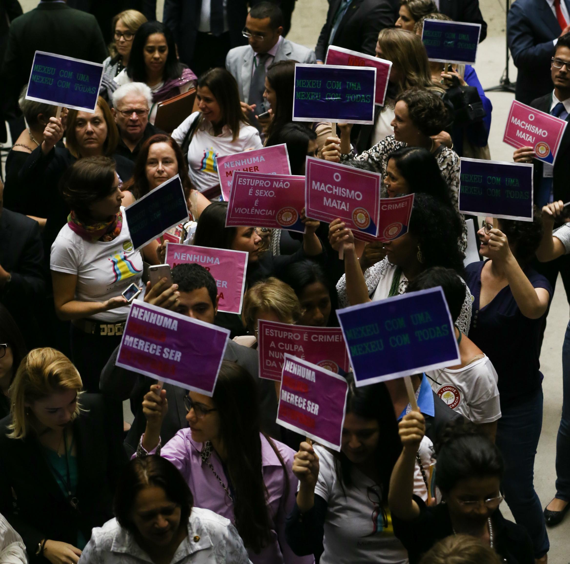 Parlamentares e representantes femininas pedem o fim da cultura do estupro - Foto: Lula Marques/ Agência PT