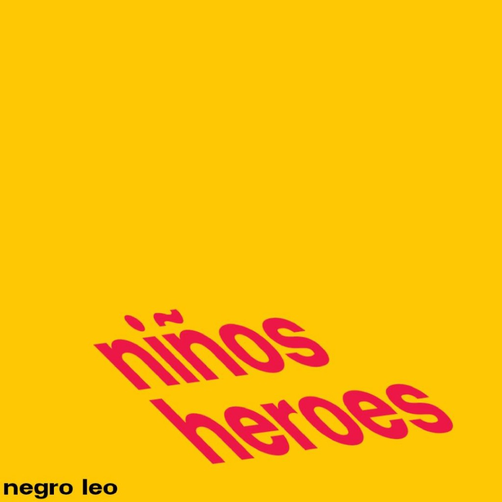 """Capa de """"Niños Héroes"""" (2015), álbum de Negro Leo"""