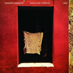 Em 1977, com Dança das Cabeças, a estreia no selo ECM