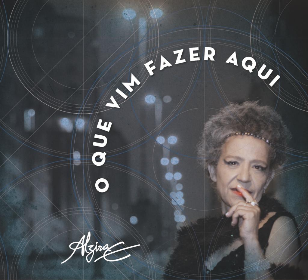 """Em """"O Que Vim Fazer Aqui"""" (2014), quase todo o repertório leva a assinatura de Itamar Assumpção, em parcerias com Alzira e com Alice Ruiz; """"Itamar É"""" é uma das faixas"""