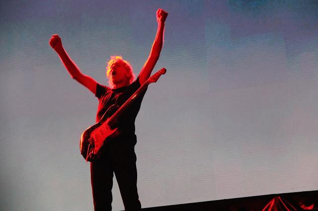 Roger Waters atiçou a militância bolsonarista ao imprimir #EleNão no telão dos shows no Allianz Parque, em São Paulo - Foto Jotabê Medeiros